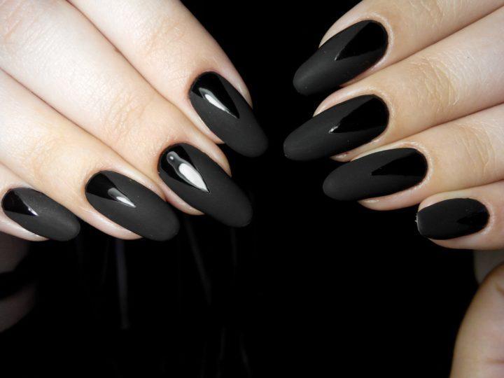 Черный маникюр с другим цветом