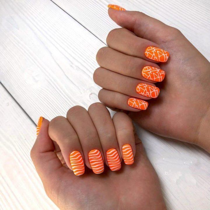 Маникюр черного и оранжевого лака