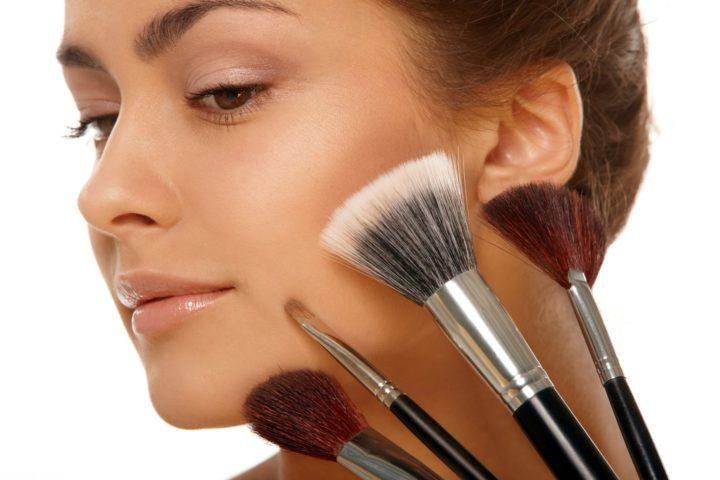 Как нанести основу под макияж